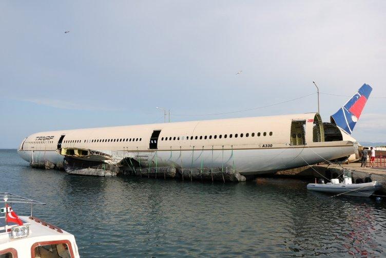 Dev yolcu uçağı cuma günü Saros Körfezi'ne batırılacak