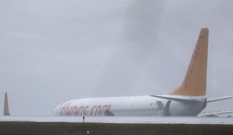Sabiha Gökçen'de uçak pistten çıktı! Yolcular böyle tahliye edildi