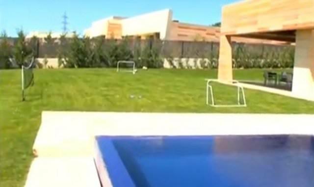 Yıldız futbolcuların dudak uçuklatan evleri