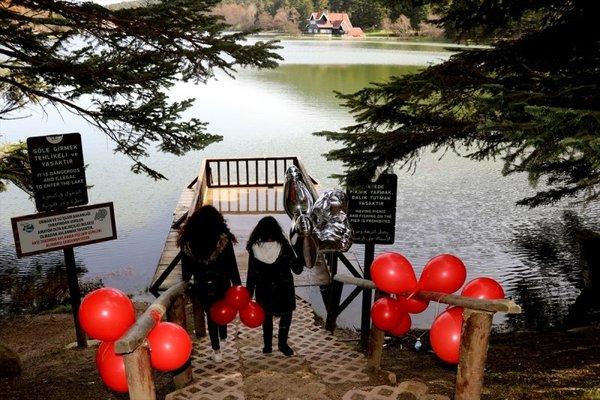 Gölcük Tabiat Parkı tatilcilerin ilgi odağı oldu