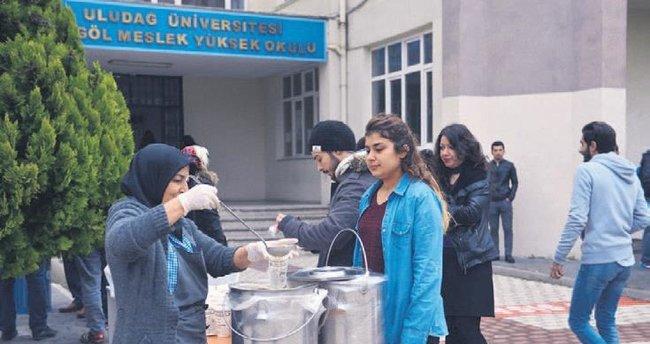 Üniversite öğrencilerinin çorbası belediyeden