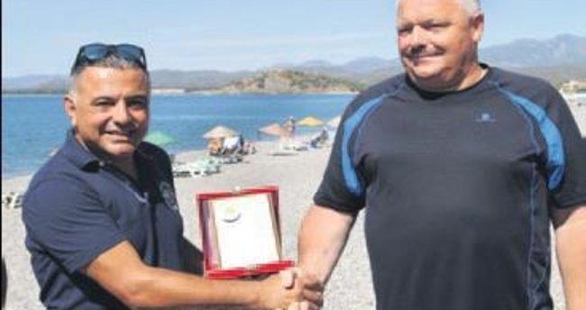 87 kez gelen 'Ralf abi'ye teşekkür plaketi verildi
