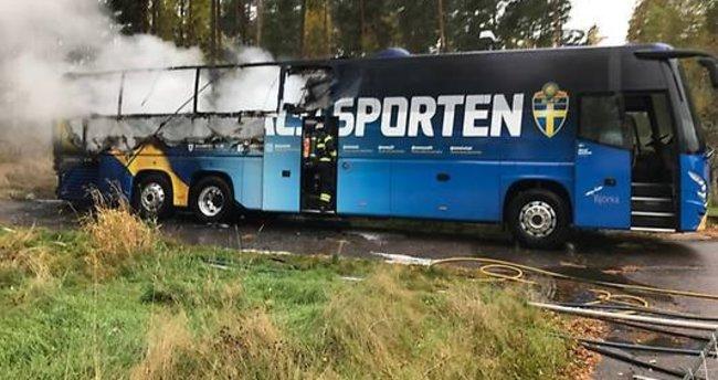 İsveç Milli Takımı otobüsü yandı!