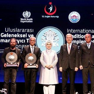 Emine Erdoğan, Geleneksel ve Tamamlayıcı Tıp Ödülleri gala yemeğine katıldı