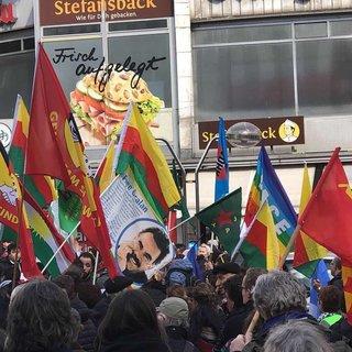 Almanya'daki teröristler GAY bayrağına sığındı