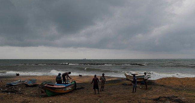 Sri Lanka'da Kasırga alarmı: 75 bin kişi tahliye edildi