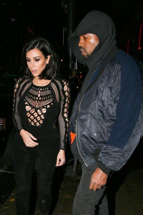 Kim Kardashian'dan ilginç dekolte