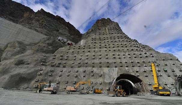 Yusufeli Barajı'ndaki çalışmaların yüzde 55'i tamamlandı