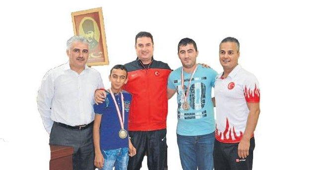 Ataşbak, özel sporcuları kabul etti