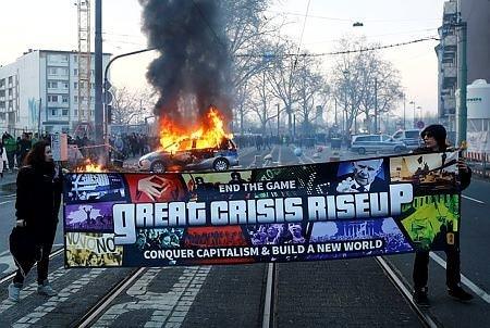Frankfurt sokakları alev alev yandı
