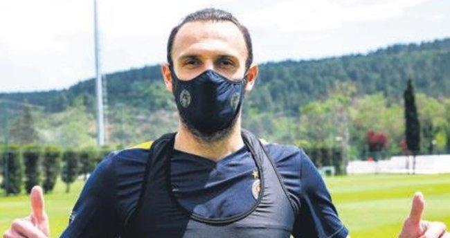 Fenerbahçe maskeleri satışta