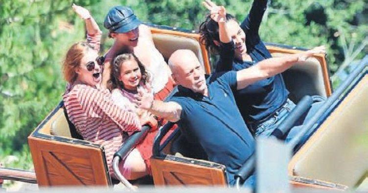 Bruce Willis çocuklar gibi şen!