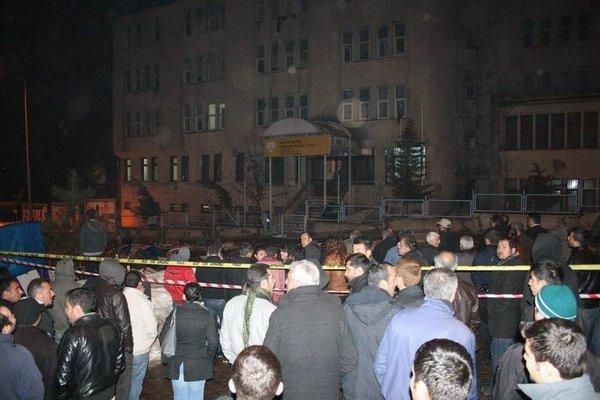 Tunçeli'de öğrenciler yurdu ateşe verdi