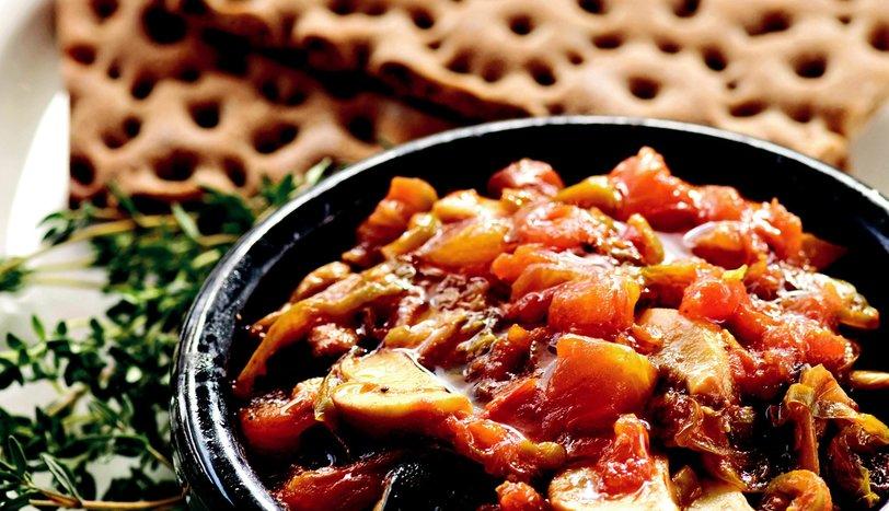 Güveçte Akdeniz Usulü Soslu Patlıcan
