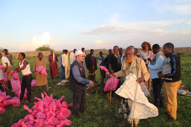 Etiyopyalı ve Somalili ailelere Türkiye'den yardım eli