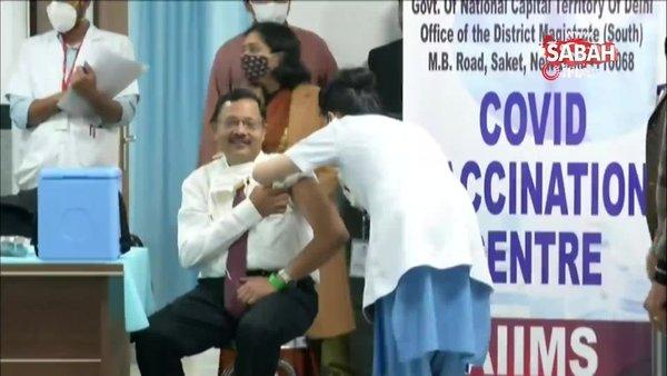 Hindistan'da Covid-19'a karşı aşılama işlemi başladı   Video