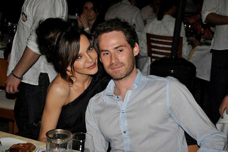 Son dakika: Hande Ataizi eşi Benjamin Harvey'den boşanıyor mu?
