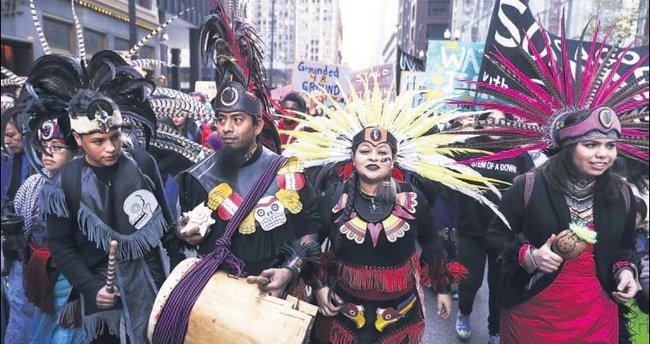 Protestocular korosunda Kızılderililer de var