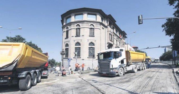 Atatürk Bulvarı'nda asfalt çalışması başladı