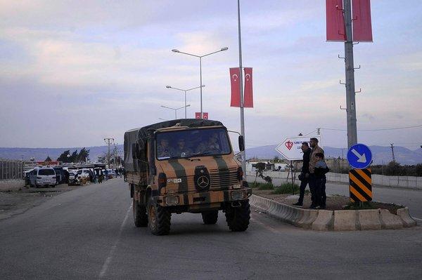 JÖH ve PÖH timleri Kirpilerle Afrin'e doğru gidiyor
