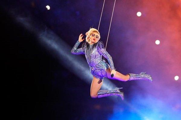 Lady Gaga, Super Bowl'a damgasını vurdu!