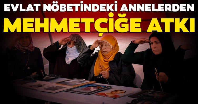 HDP önünde evlat nöbeti tutan anneler, Mehmetçiğe kazak ve atkı örüyor