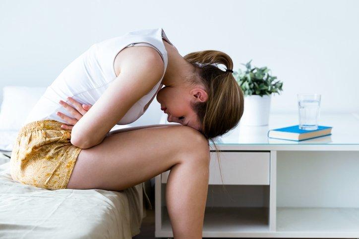 Mide ağrısına ne iyi gelir, evde doğal tedavi ile nasıl geçer? Kıvrandıran mide ağrısı neden olur, sırta vurur mu? 16