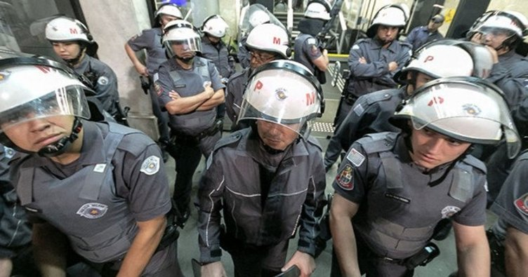 Brezilya'da protestocu polisler ile meclis polisi arasında arbede