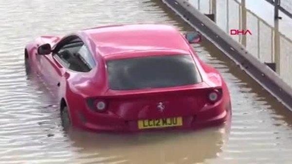 İngiltere'nin başkenti Londra'da akılalmaz görüntü: Patlayan su borusu şehri göle çevirdi | Video