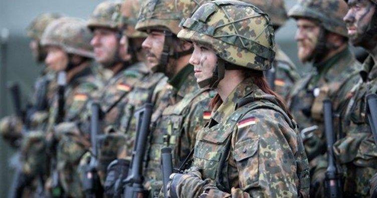 Alman ordusu sokağa iniyor