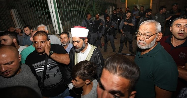 İsrail polisi Mescid-i Aksa Müdürü'nü darbetti