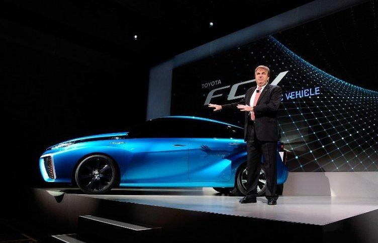 Hidrojen ve havayla hareket eden otomobil