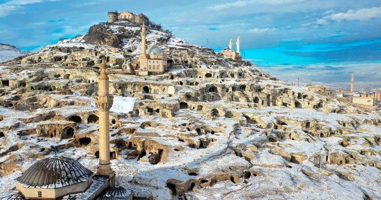 Kar altındaki Kayaşehir hayran bıraktı