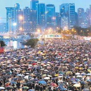 Hong Kong protestoları ekonomiye ağır darbe vurdu