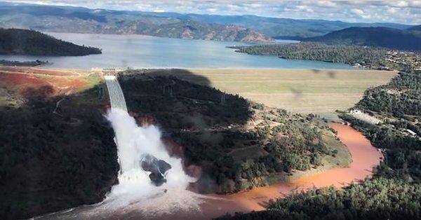Barajdaki delik nedeniyle 180 bin kişi tahliye ediliyor