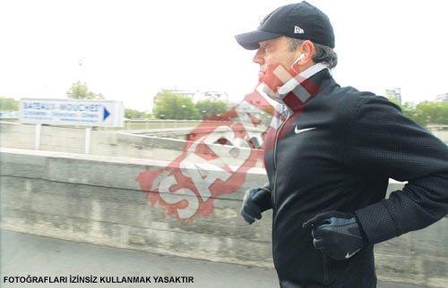 Cem Uzan Paris'te sabah koşusunda