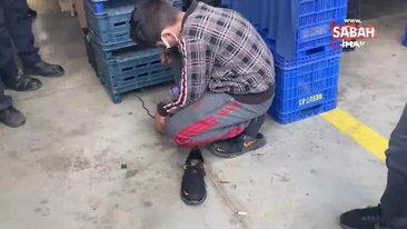 İstanbul'da polisten Azberbaycan uyruklu çocuğa duygulandıran yardım   Video
