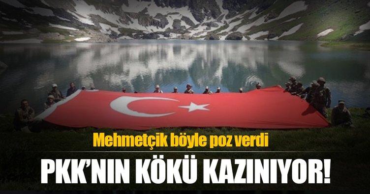 Teröristlerden temizlenen bölgeye dev Türk bayrağı