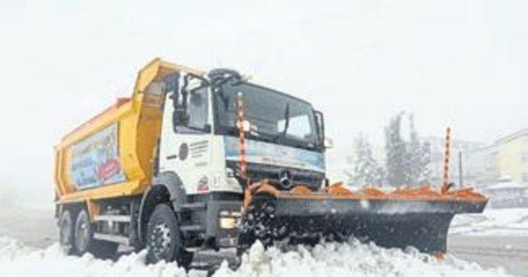 Yenimahalle'nin karla mücadele ekipleri iş başında
