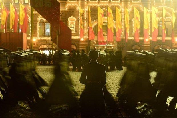 Kızıl Meydan'da gövde gösterisi