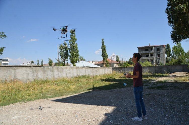 Yüksekovalı genç, hurda malzemelerle drone yaptı