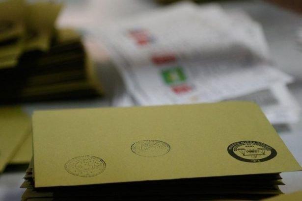 Adil Gür son seçim anketlerini yayınladı! Büyükşehirlerde hangi parti önde?