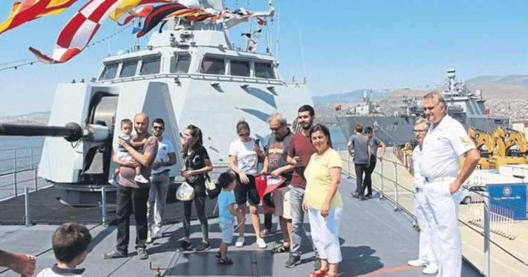 Savaş gemileri halk��n ziyaretine açıldı