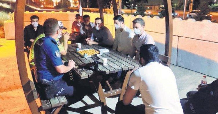AK Gençlik'ten emniyet güçlerine moral ziyareti
