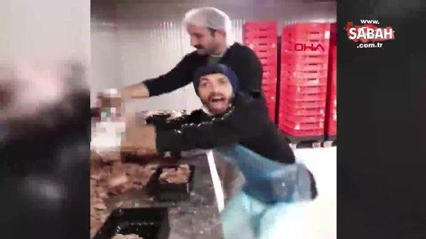 Hazır döner paketleyen iki çalışanın çekip paylaştığı video, tepki çekti | Video