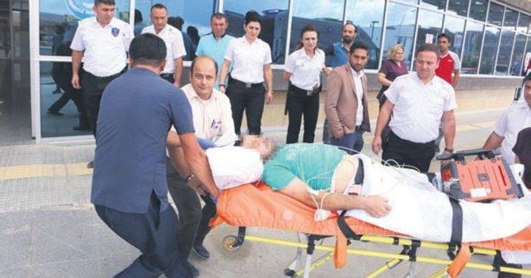 Sağlık ekiplerine saldıran babayı polis önledi