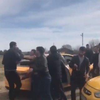Taksiciler ve mülteciler birbirlerine girdi!
