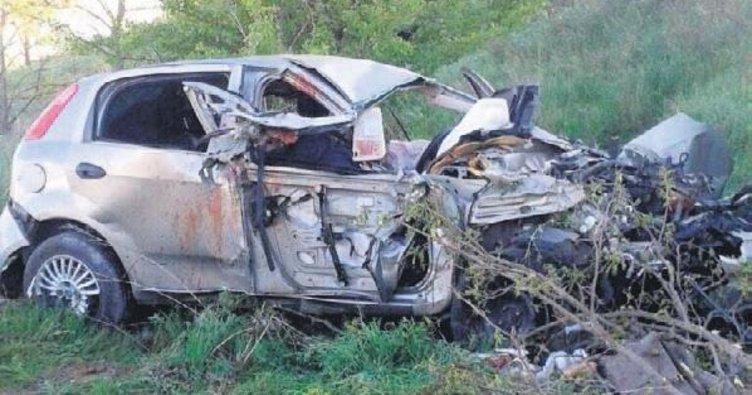Boş römorka çarptı: 3 ölü 2 yaralı