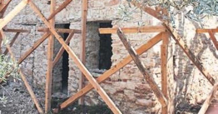 Torbalı'da tarihi mektebe neşter