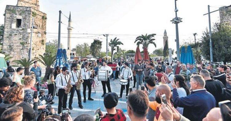 Festivale bandolu davet